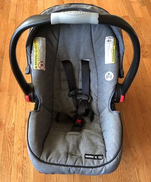 Graco Snugride 35 Click Connect Car seat and Base Charcoal Gray for Sale in Virginia Beach, VA