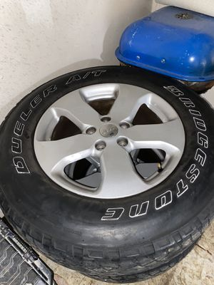 P255/70R18. Jeep 5 rims and tires good condition for Sale in Oxon Hill, MD