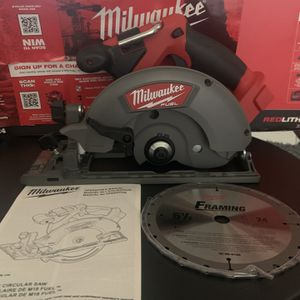Milwaukee M18 Fuel 61/2 Inch Skillsaw With Blade New New New for Sale in Compton, CA