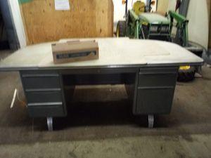 Large hd desk for Sale in Bedford, VA