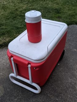 Cooler And Thermos for Sale in Renton,  WA