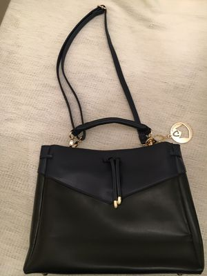 Black and Navy handbag, beautiful and unique! Loaded with options! for Sale in Buckhannon, WV