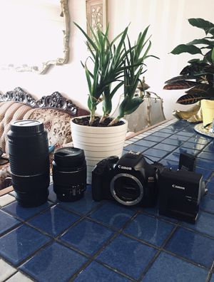 Canon eos rebel T6 with 18-55mm lens + 75-300mm lens + extras for Sale in Richmond, CA
