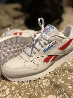 Reebok Classics Size 10 for Sale in Raleigh,  NC