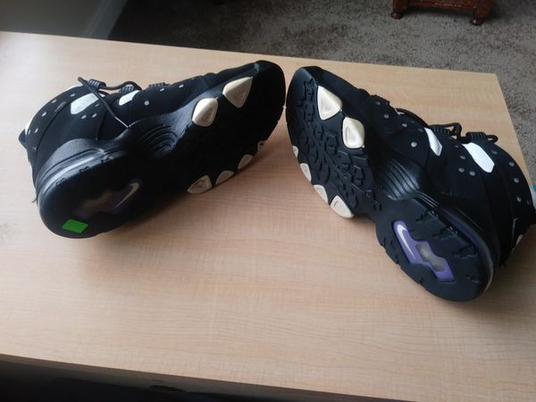 Charles Barkley 10.5 shoes....brought off EBay but too small....selling for 50.00.......in really good condition ......I have never worn them