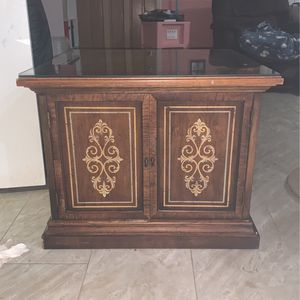 Night Stand, End Table, Litter Box Hide for Sale in New Port Richey, FL