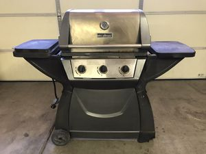 BBQ Grill - 3 burner with side burner for Sale in Henderson, NV