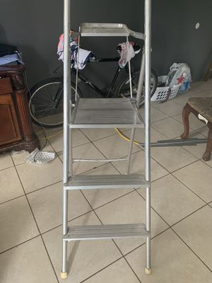 Aluminum 3ft ladder for painting or for other types of jobs ‼️‼️‼️ for Sale in Calverton, MD
