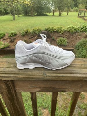 Men's Nike shox R4 size 9.5 for Sale in King, NC