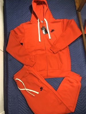 Nike sweatsuit size small, medium, large and 2xl for Sale in Clifton, NJ