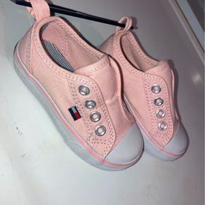 tommy shoes toddlers size 5 for Sale in Soledad, CA