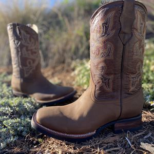 Bulldog Crazy Brown | Non Slip/Work Sole - 100% Leather! Román Boots!! Delivery Service Included!!! for Sale in San Antonio, TX