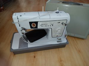 Singer vintage Sewing machine for Sale in Mesa, AZ