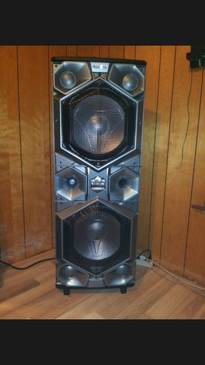 Bluetooth speaker with two 15 inch woofers Extremely Loud and hard hitting Bass for Sale in San Antonio, TX