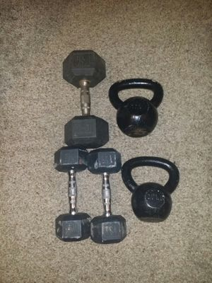 Chrome dumbbells with rubber. pair of 15s and one 30lb. 20lb and 25lb kettle bell. 105lbs total. for Sale in Deerfield Beach, FL