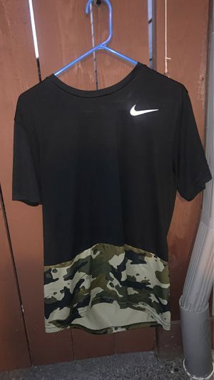 Black and Camo Nike Tee-Shirt for Sale in Vancouver, WA