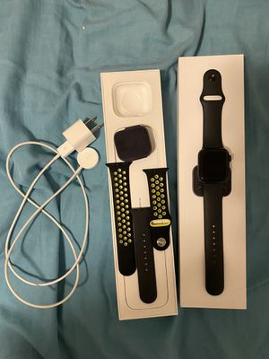 Series 5 40mm Apple Watch with gps for Sale in Rockledge, FL