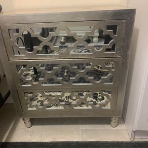 Silver Dresser 👍🏻 for Sale in Detroit, MI