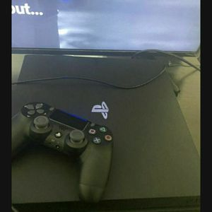 Play station 4 Comes With Controller And Turtle Beach headset for Sale in Canton, MI