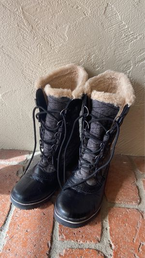Snow/rain boots size 6.5 for Sale in Spring Valley, CA