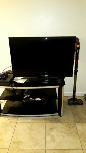 Toshiba 40 inch tv. With remote. Works perfectly. for Sale in Clovis, CA