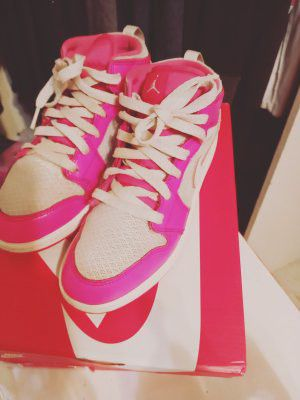 Hot pink Nikes jordans for Sale in Stockton, CA