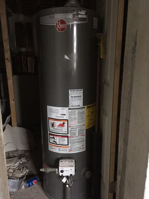 Hot water heater for Sale in Oxon Hill, MD