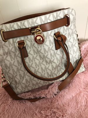 Authentic MK purse $80 good deal regular price 300.. Only pick up serious buyers for Sale in Fresno, CA