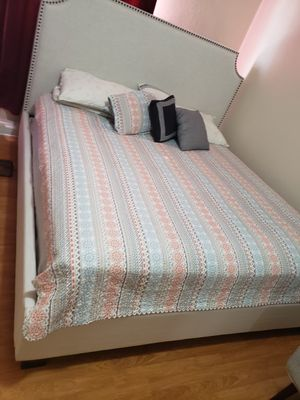 Bed, cama tamaño king for Sale in Los Angeles, CA