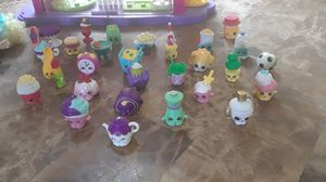 Shopkins Mall with 30+ Shopkins and Shopkins Popcorn girl for Sale in Cleveland, OH