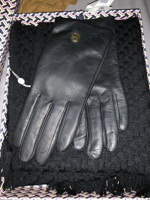 Tory Burch scarf and glove set for Sale in Bedford Park, IL