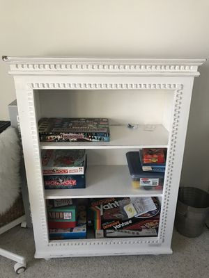 White antiqued bookcase for Sale in Ramsey, MN