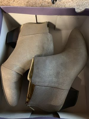 New Jennifer Lopez boots, never worn, taupe color, size 8.5 for Sale in Southwest Ranches, FL