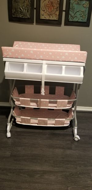Changing table + bath for Sale in Dallas, TX