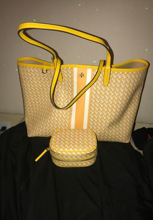 Tory burch yellow and white with pouch brand new! for Sale in Stafford, TX