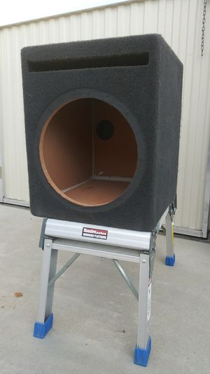 17 x 18 x 14 and 1/2 I believe it's a 15 inch speaker box ported good condition for Sale in Pumpkin Center, CA