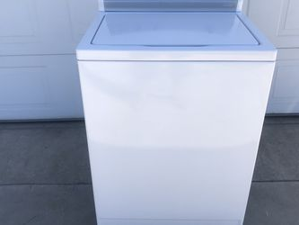 WHITE KENMORE WASHER IN GOOD CONDITION for Sale in Covina,  CA