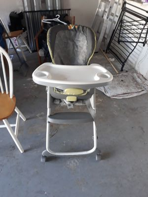 Baby high chair for Sale in Pembroke Pines, FL