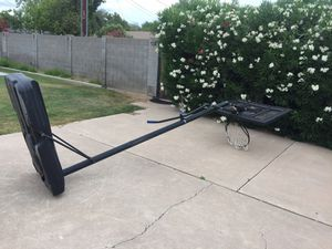 Portable basketball hoop. In great condition. Firm price $50.00. It will need to be picked up. We are in the central Phoenix area. for Sale in Phoenix, AZ