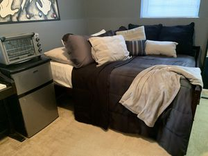 Full Size Day Bed WITH Mattress for Sale in Upper Marlboro, MD