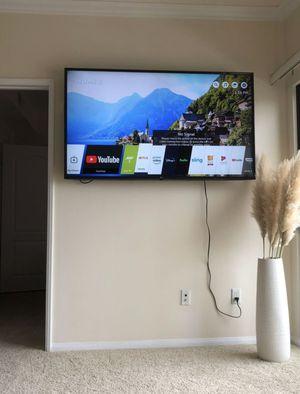 LG 65UK6300PUE 65-Inch 4K Ultra HD Smart TV (2018 Model) for Sale in Los Angeles, CA