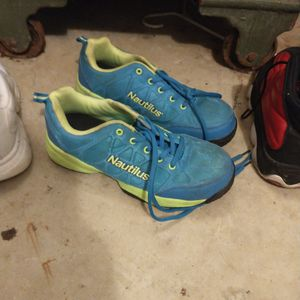 Nautilus Shoes. Size 9 Good Condition for Sale in Sunbury, OH