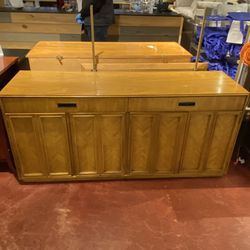 Thomasville Solid Oak Vintage Buffet for Sale in Auburn,  WA