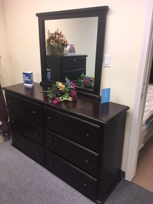 Pinewood dresser and Mirror for Sale in Anaheim, CA