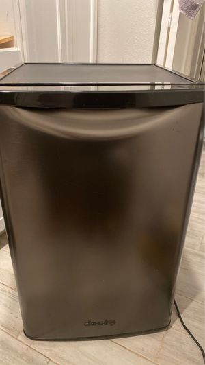 Danby mini fridge beverage cooler for Sale in Phoenix, AZ