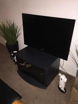 Apex 40 inch led flatscreen tv - television for Sale in Los Angeles, CA