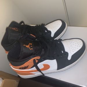 Jordan 1 Mid Shattered Backboard SZ 9 for Sale in Arlington, VA