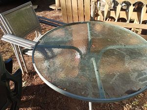 Patio furniture with three chairs for Sale in Fountain Inn, SC