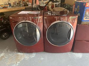 Kenmore washer and dryer combo in great conditions with pedetals but the washer moves a lot for Sale in Greenacres, FL