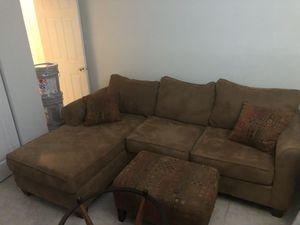 Living room set with ottoman, coffee table, and end table for Sale in Lake Worth, FL